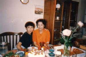 伊勢谷友介と母親の写真3
