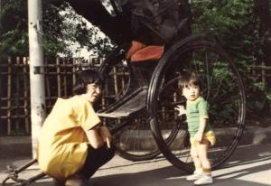 伊勢谷友介と母親の写真1
