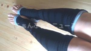 グラマラスリムレッグの使い方や履き方⑥しわができないよう左右均等に上にあげていく